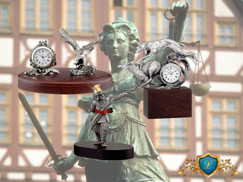 Что подарить юристу на день юриста в